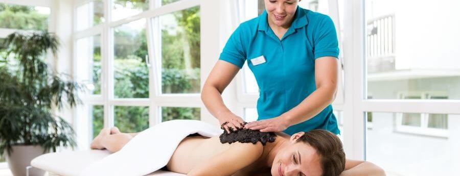 OptimaMed Weißbriach Massage-Frau